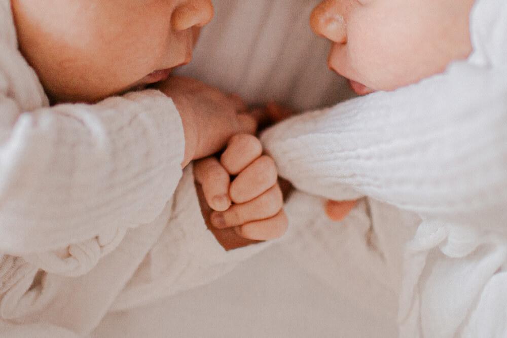 sesja-noworodkowa-bliźniaki